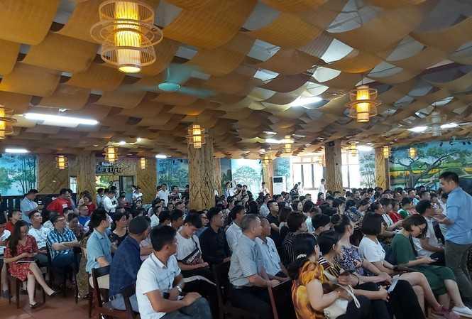 Hàng trăm nhà đầu tư tham gia lớp giảng của CLB Hành trình triệu đô.