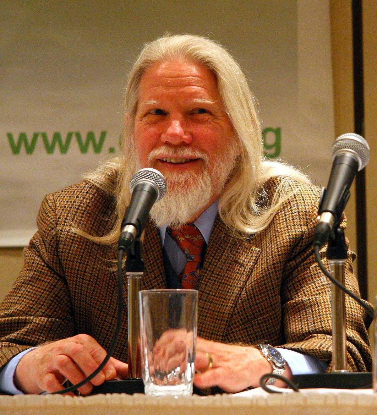 Bailey Whitfield 'Whit' Diffie là một nhà mật mã học người Mỹ và là một trong những người tiên phong của mật mã khóa công khai.